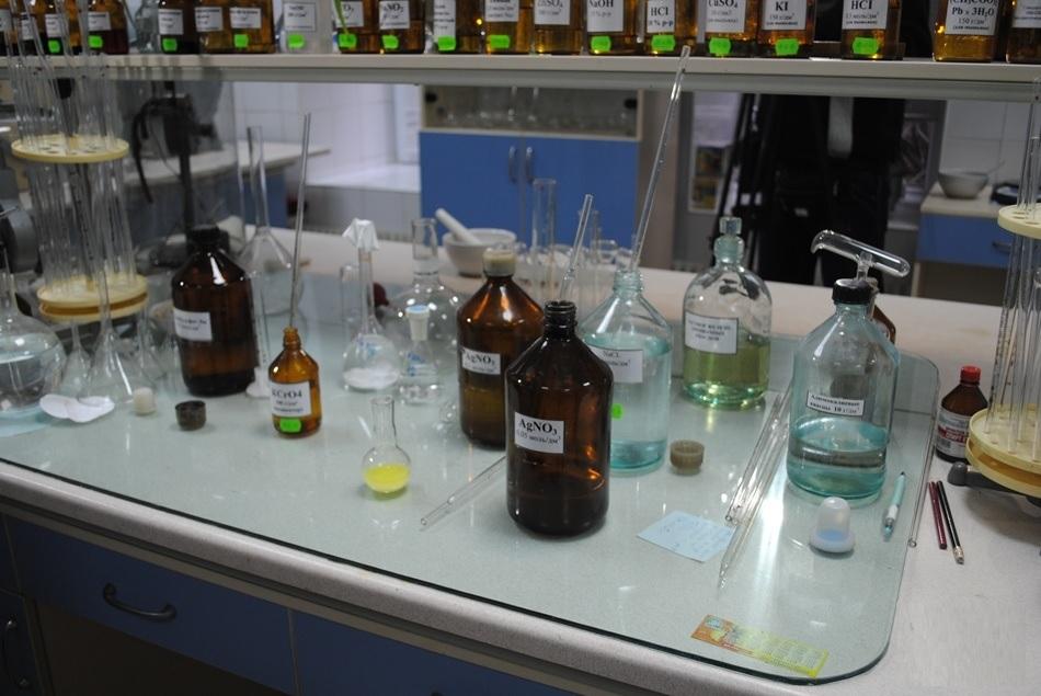 The influence of solution acidity on potassium permanganate